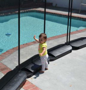 removable pool fence with plastic bases