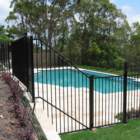 custom sized aluminium pool fencing
